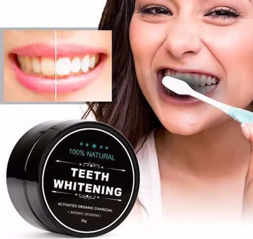 Dit is charcoal poeder waarmee u de tanden witter kan maken.