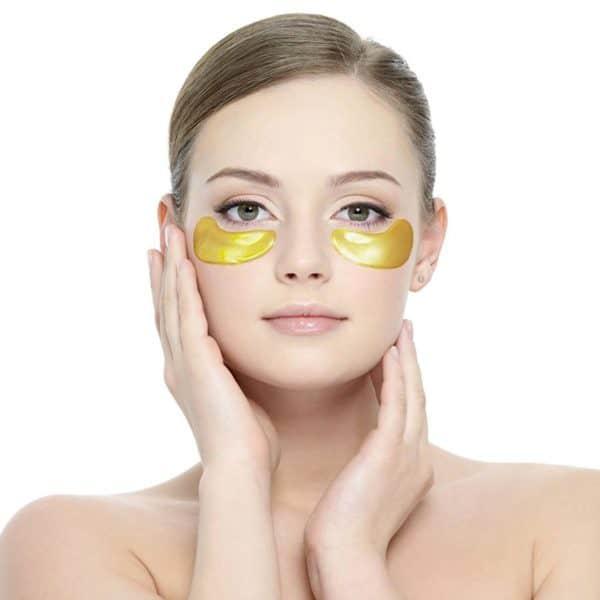 Dit zijn gouden oog pads voor onder de ogen met als ingrediënt collageen. De aanmaak van collageen wordt door deze oog pads gestimuleerd.