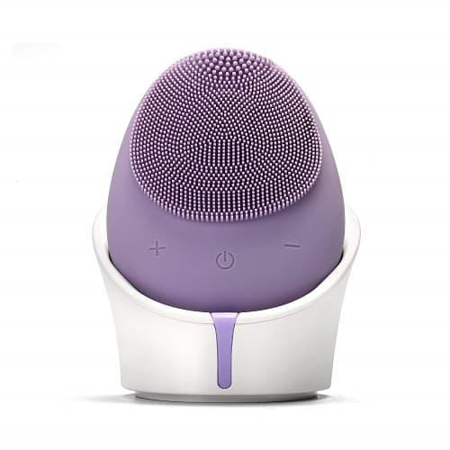 Dit is een foto van een silicone elektrische gezichtsborstel in de kleur paars. Deze borstel lijkt op de foreo luna.