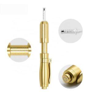 Op deze foto wordt een hyaluronpen afgebeeld in de kleur goud. De hyaluron pen wordt gebruikt om hyaluron in de huid te injecteren.