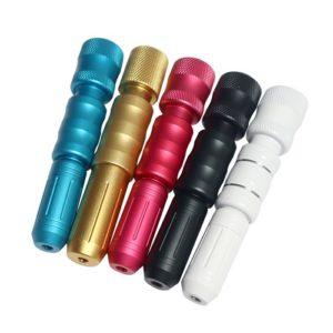 Op de foto worden hyaluron pennen afgebeeld in verschillende kleuren. De hyaluron pen wordt gebruikt om hyaluron zuur in de huid te injecteren.