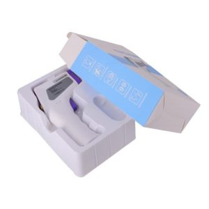 De non contact infrarood thermometer zit hier in de verpakking. De kleur van deze thermometer is wit en paars. Andere benamingen voor deze thermometer zijn contactloze infrarood thermometer, thermometer gun, non contact infrared thermometer.