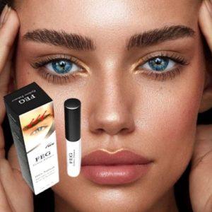 Op deze foto staat een vrouw met mooie volle wenkbrauwen (eyebrow). Zij gebruikt hiervoor eyebrow enhancer serum van FEG. Wenkbrauwserum.
