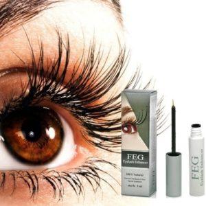 Deze vrouw heeft prachtige wimpers. De wimpers worden behandeld met FEG wimper serum voor meer groei. eyelash enhancer serum.