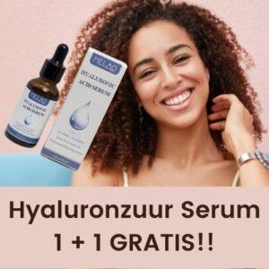 Op deze foto wordt een flesje hyaluronzuur serum 30 ml afgebeeld. De vrouw op de foto laat zich behandelen met hyaluronzuur serum 30 ml.