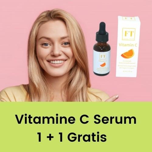 Op deze foto wordt een flesje vitamine c serum afgebeeld. De vrouw op de foto gebruikt vitamine c serum.